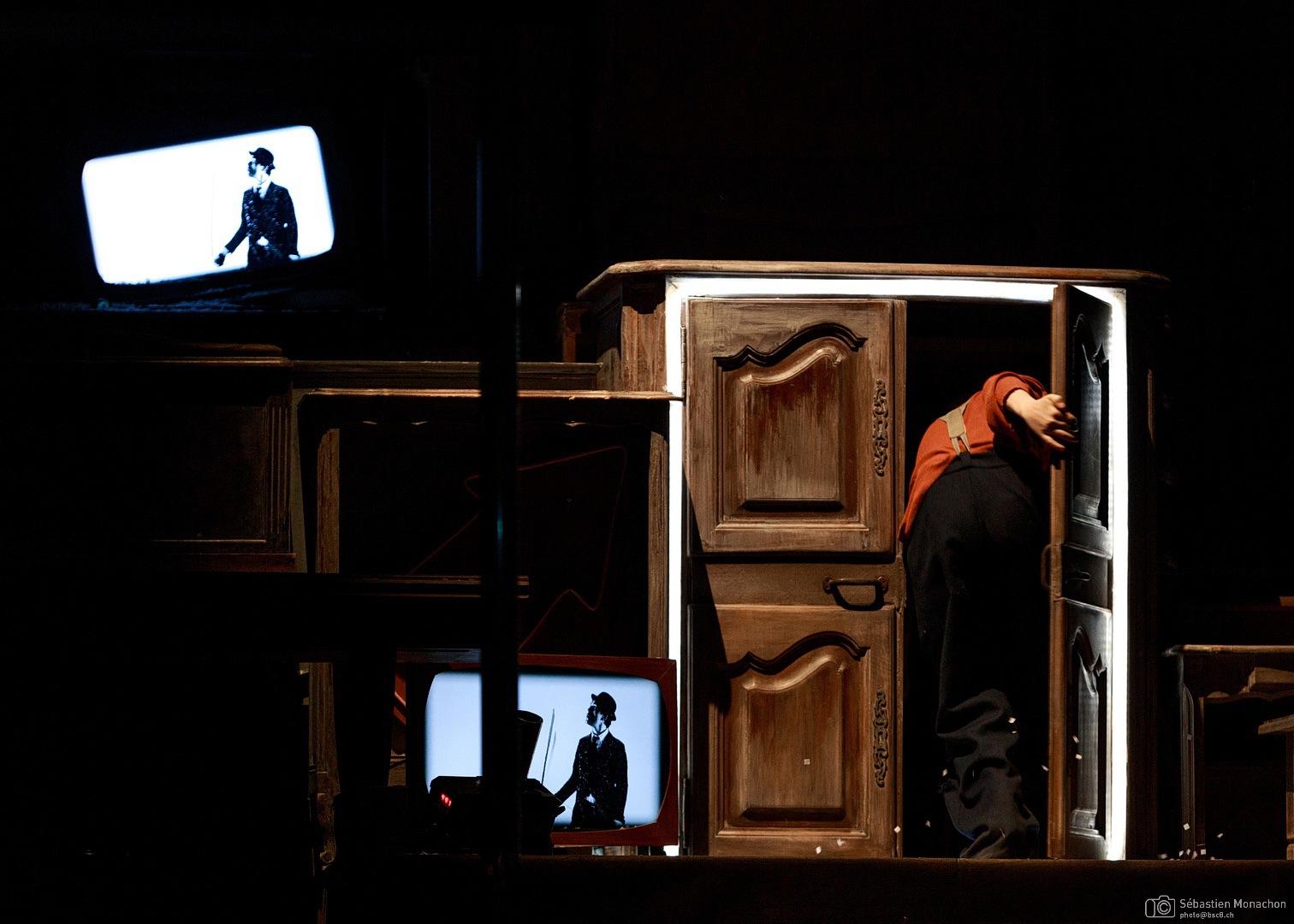 """<em>Charlot et les égarés du cinématographe</em> (photo : <a href=""""https://photo.bsc8.ch/"""" target=""""_blank"""" style=""""color:white!important;"""">Sébastien Monachon</a>)"""